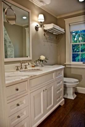 Simple Traditional Bathroom Design Ideas 18