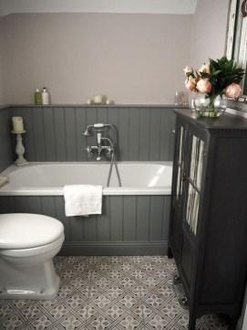 Simple Traditional Bathroom Design Ideas 52