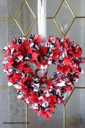 Wonderful DIY Valentines Wreath Decor Ides 17