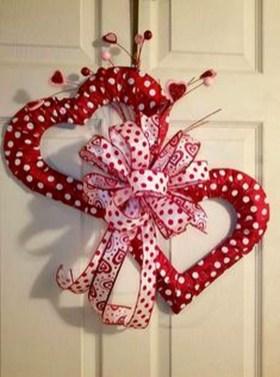 Wonderful DIY Valentines Wreath Decor Ides 32