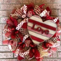 Wonderful DIY Valentines Wreath Decor Ides 41