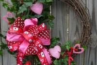 Wonderful DIY Valentines Wreath Decor Ides 43