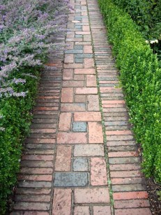 Best DIY Garden Path Designs You Can Bulid To Complete Your Gardens 07