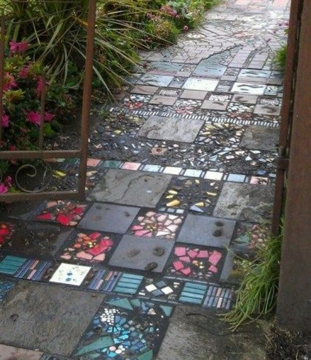 Best DIY Garden Path Designs You Can Bulid To Complete Your Gardens 15