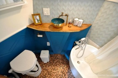 Cool Tiny House Bathroom Remodel Design Ideas 03