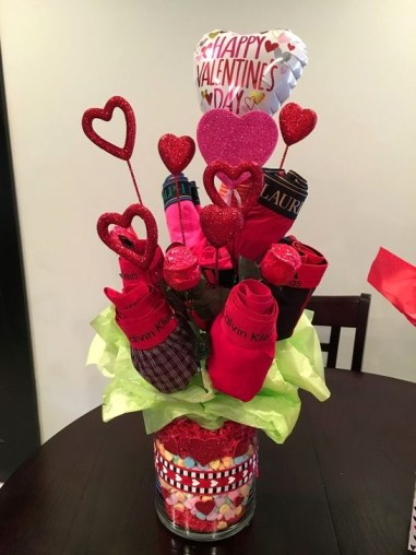 Simple DIY Valentines Day Decor Ideas 44