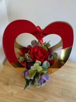 Stunning Valentine Floral Arrangements Ideas 06