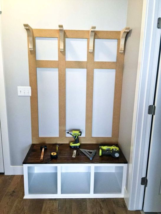 Easy DIY Mudroom Bench Ideas For Inspiration 22