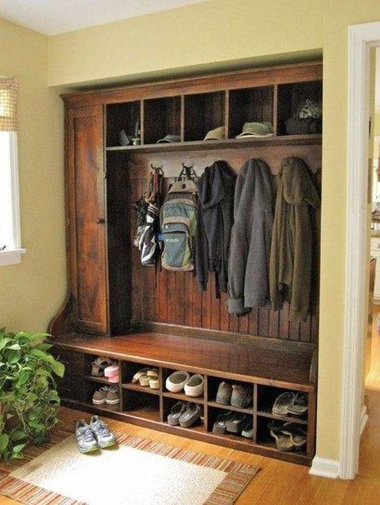 Easy DIY Mudroom Bench Ideas For Inspiration 23