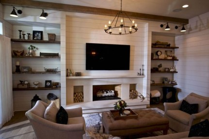 Rustic Farmhouse Fireplace Ideas For Your Living Room 32