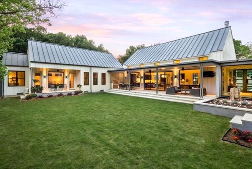 Awesome Farmhouse Home Exterior Design Ideas 33