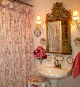 Cute Shabby Chic Bathroom Design Ideas 29