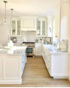 Minimalist Small White Kitchen Design Ideas 02