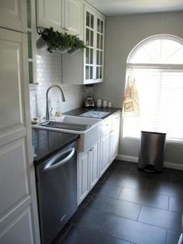 Minimalist Small White Kitchen Design Ideas 07