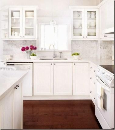 Minimalist Small White Kitchen Design Ideas 15