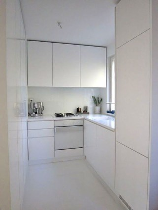 Minimalist Small White Kitchen Design Ideas 17
