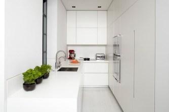 Minimalist Small White Kitchen Design Ideas 35