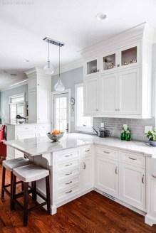 Minimalist Small White Kitchen Design Ideas 48