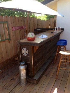 Cheap And Easy DIY Outdoor Bars Ideas 29