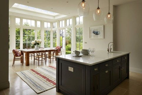 Magnificient Open Plan Kitchen With Feature Island Ideas 24