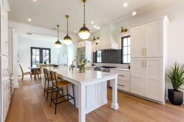 Magnificient Open Plan Kitchen With Feature Island Ideas 26