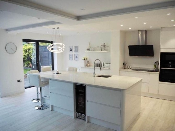 Magnificient Open Plan Kitchen With Feature Island Ideas 39