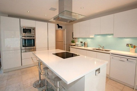 Magnificient Open Plan Kitchen With Feature Island Ideas 47
