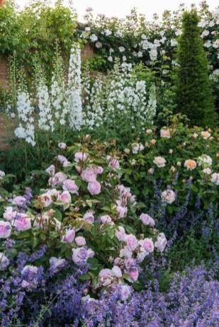 Romantic Backyard Garden Ideas You Should Try 42
