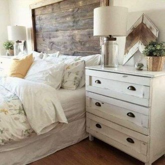 Charming Bedroom Furniture Ideas To Get Farmhouse Vibes 23