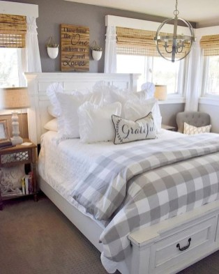 Charming Bedroom Furniture Ideas To Get Farmhouse Vibes 32