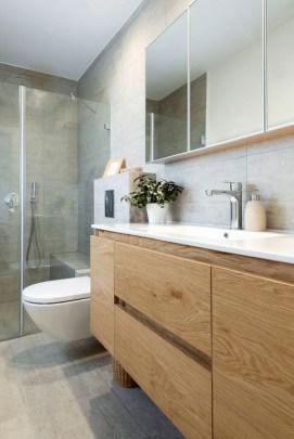 Elegant Wood Decor Ideas For Your Bathroom Design 09