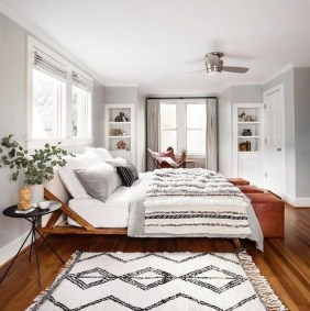 Lovely Bedroom Ideas With Beautiful Rug Decoration 04