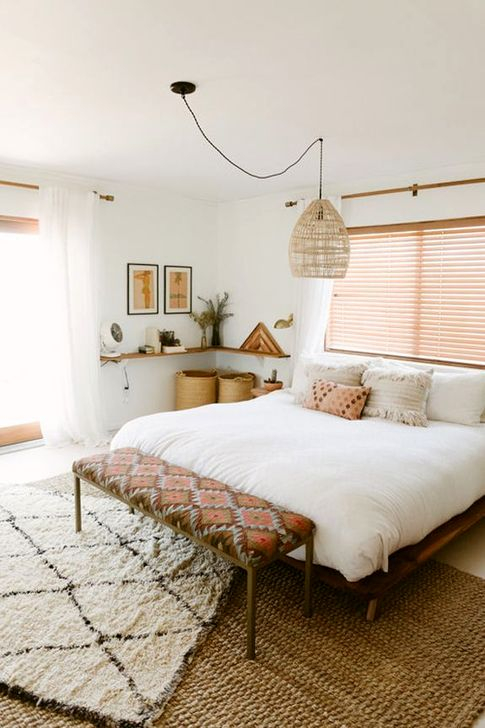 Lovely Bedroom Ideas With Beautiful Rug Decoration 13