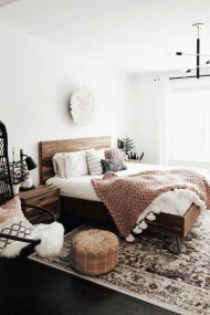 Lovely Bedroom Ideas With Beautiful Rug Decoration 21
