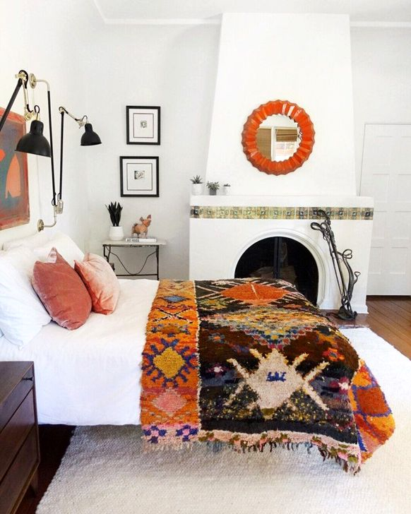Lovely Bedroom Ideas With Beautiful Rug Decoration 45