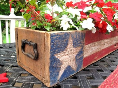 Unique Farmhouse Fourth July Decor Ideas That Inspire You 36