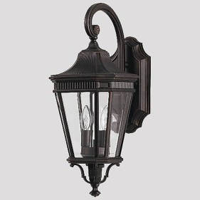 Classy Traditional Outdoor Lighting Ideas For Your House 16