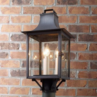 Classy Traditional Outdoor Lighting Ideas For Your House 39