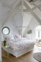 Comfy Attic Bedroom Design And Decoration Ideas 07