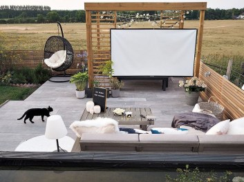 Impressive Seating Area In The Garden For Decoration 05
