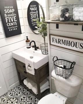 Inspiring Bathroom Decoration Ideas With Farmhouse Style 08