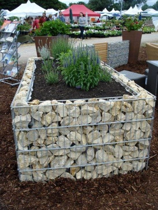 Stunning DIY Garden Bed To Beautify Your Backyard 10