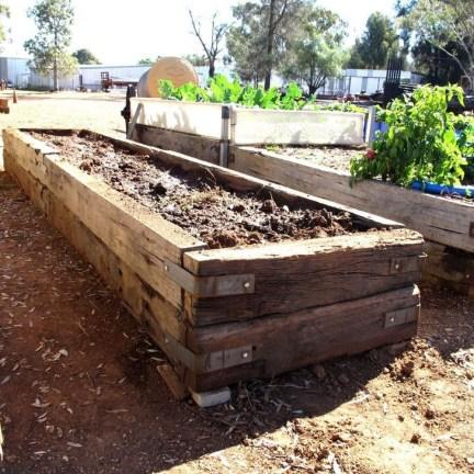 Stunning DIY Garden Bed To Beautify Your Backyard 22