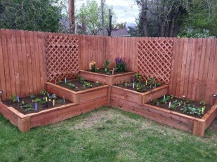 Stunning DIY Garden Bed To Beautify Your Backyard 37
