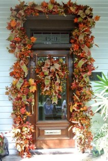 Easy And Simple Fall Garland Decoration Ideas 26