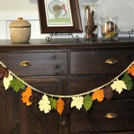 Easy And Simple Fall Garland Decoration Ideas 36