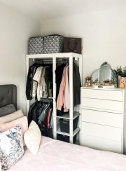 Elegant Wardrobe Design Ideas For Your Small Bedroom 31