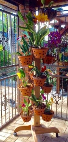 Inspiring DIY Vertical Plant Hanger Ideas For Your Home 24