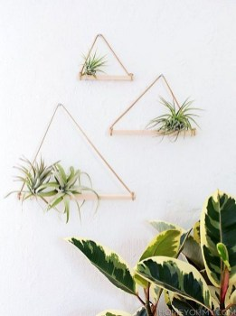 Inspiring DIY Vertical Plant Hanger Ideas For Your Home 29