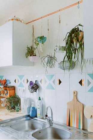 Inspiring DIY Vertical Plant Hanger Ideas For Your Home 39